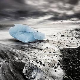 Beach Of Ice by Jorge Maia