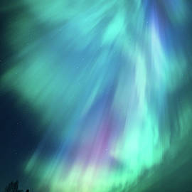 Beautiful northern lights in Finland by Juhani Viitanen