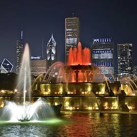 Buckingham Fountain by Chicago Skyline