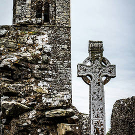 Celtic Cross At Hill Of Slane by Susie Weaver