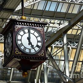 Central Station Clock, Glasgow by Yvonne Johnstone