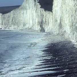 Chalk Cliffs Shoreline by Jerry Griffin