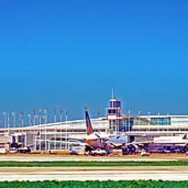 Chicago, International, Terminal by Tom Jelen