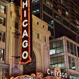Chicago Theater by Chicago Skyline