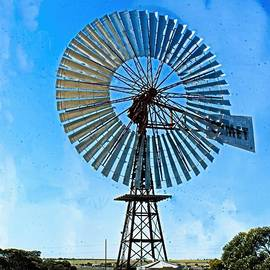 Comet windmill by Graham Buffinton
