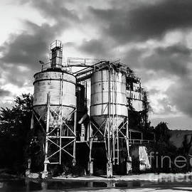 Concrete plant by Richard Thomas