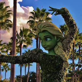 Elsa Topiary by Francois Gendron