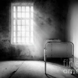 Empty Bed by Erik Brede