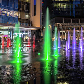 Fantabulous Piazza Gae Aulenti - Splash-In Fountains in Emerald and Amethyst by Georgia Mizuleva