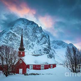 Flakstad Kirke by Inge Johnsson