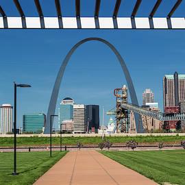 Gateway Arch St. Louis by Jurgen Lorenzen
