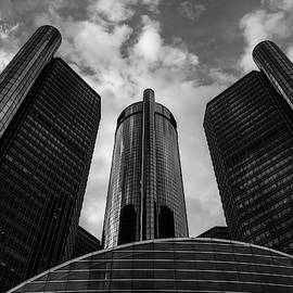 GM building in Detroit by Guillermo Lizondo