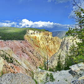 Lyuba Filatova - Grand Canyon of the Yellowstone with its pastel colors