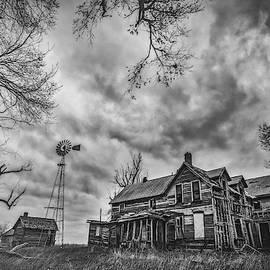 Haunted Kansas by Darren White