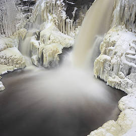 Jakub Sisak - High falls pool