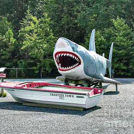 Jaws by Richard Thomas