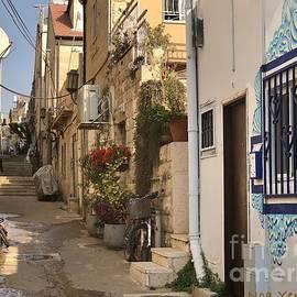 Jerusalem Alley by Noa Yerushalmi