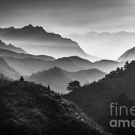 Jinshanling Ridges by Inge Johnsson