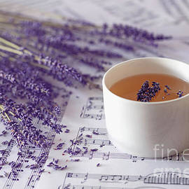 Lavender tea by Hanna Tor