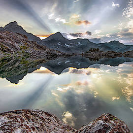 Lenticular Rays Reflection by Leland D Howard