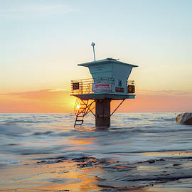 Lifeguard Tower at Cardiff Beach, San Diego by McClean Photography