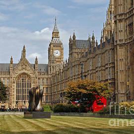 London Parlament View. Great Britain by Rita Kapitulski