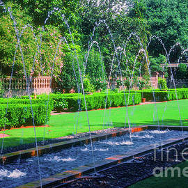 Longue View Garden Fountains by Bob Phillips
