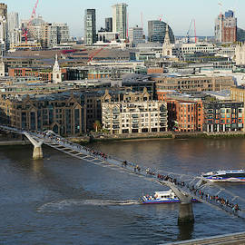 Millennium Bridge, London by Santosh Puthran