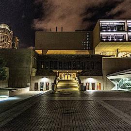 Milwaukee County War Memorial by Randy Scherkenbach