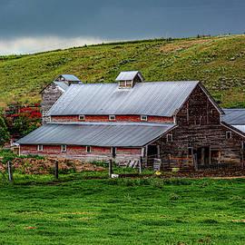Montana Barn  by Douglas Wielfaert