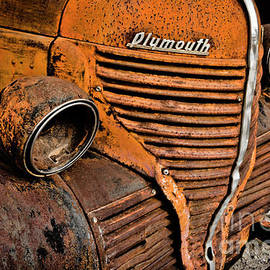 No Lights On This Plymouth by Janice Pariza