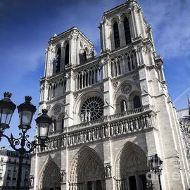Notre-dame De Paris by Scott Kemper