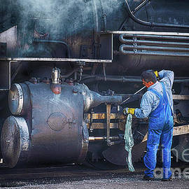 Oiling Engine 480 by Priscilla Burgers