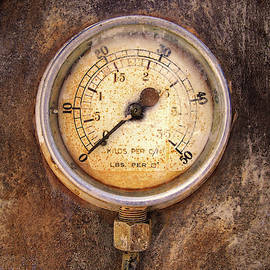 Old rusty round industrial pressure gauge with numbers round the by Philip Openshaw