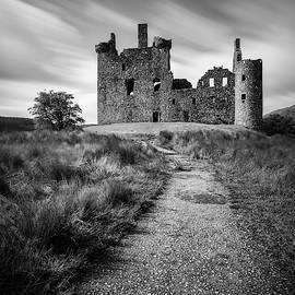 Path to Kilchurn Castle by Dave Bowman