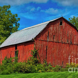 Pennsylvania Red Barn by Janice Pariza