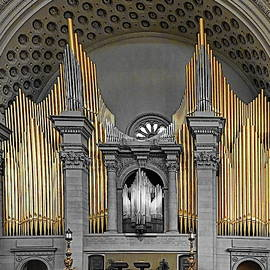 Pipe organ at Mother Church by Lyuba Filatova