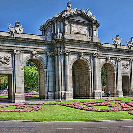 Puerta De Alcala - Madrid by Allen Beatty