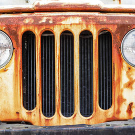 Rusty old Jeep by Sean Sweeney