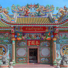 San Jao Phut Gong Thai-chinese Shrine Dthu0704 by Gerry Gantt