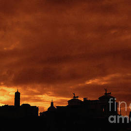 Silhouette of Rome - Italy by Stefano Senise
