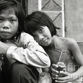 Silva Wischeropp - Sisters from Cambodia in Saigon