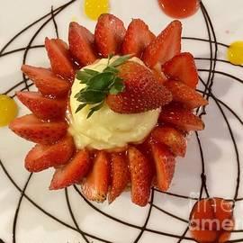 Strawberry tart with vanilla cream by Noa Yerushalmi