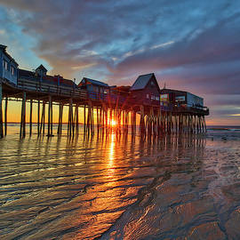 Juergen Roth - Sunrise at Old Orchard Beach with its iconic Pier