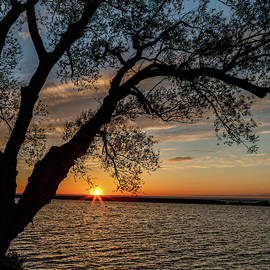 Sunset At Breitbeck Park by Rod Best