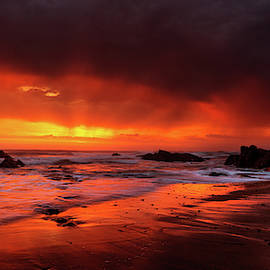 Sunset at Widemouth Bay, Cornwall.  by Maggie Mccall