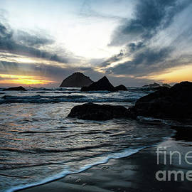 Sunset in Autumn at the Oregon Coast by Jackie Follett