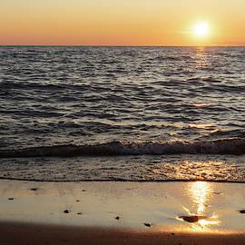 Sunset in Lake Michigan by Guillermo Lizondo