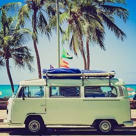 Surfer Van by Top Wallpapers