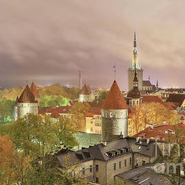 Tallinn old town at night light by Jekaterina Sahmanova